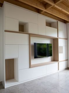 Cupboard wall with open compartments and TV room HvS Design Customization Home Office Design, Home Interior Design, House Design, Tv Wall Design, Design Case, Home Living Room, Living Room Decor, Home Theaters, Living Room Tv Unit Designs