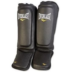 Everlast® MMA Kickboxing Shin/Instep Guard  These shin/instep guards are great for mixed martial arts and muay thai. Features wrap around coverage for superior protection, dual hook & loop straps for secure fit & quick on & off and antimicrobial materials that provide odor control. Train... Compete... and Live with quality products from Everlast®       Key Features     •Wrap around coverage.  •Dual hook & loop straps for secure fit.  •Antimicrobial materials provide odor control.