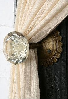 Old door knobs to hold back curtains. Since I can't change every door in our house to have the old door knobs.this would be a perfect do! Curtain Holder, Curtain Ties, Curtain Door, Curtain Tiebacks Ideas, Curtain Tie Backs Diy, Curtain Hangers, Drapery Ideas, Curtain Finials, Curtain Fabric