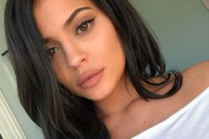 Kylie Jenner Wears No Makeup, Only Moisturizer, for Fresh-Faced Vogue Australia Cover - no make up makeup Beauty Tips For Face, Natural Beauty Tips, Natural Makeup, Beauty Hacks, Hair Beauty, Beauty Care, Kylie Jenner Makeup Natural, Beauty Skin, Kylie Makeup