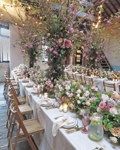 Oh my! What an absolutely incredible floral installation and wonderful evening at the @chapeldesigners conference at @brixtoneast1871 last night! Such beautiful flowers from @meijerroses @davidaustinweddingroses @smithandmunson and @bloomfieldoflondon. Thank you so much @hollychapple and @nickpriestly. It was so very lovely to catch up with @thebrand_stylist and @robbiehoney plus meet Emily from @fleuropean! And chat to all the fabulous florists including @blueskyflowers @theflowerbird…