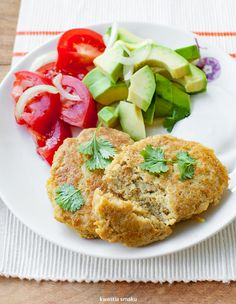 Placki z ciecierzycy Veggie Recipes, Gluten Free Recipes, Salmon Burgers, Lunch Box, Meals, Dinners, Veggies, Chicken, Healthy