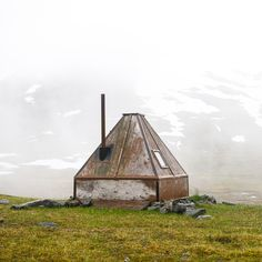 http://cabinporn.com/post/159313840540/reindeer-keepers-cabin-outside-abisko-in-laponia