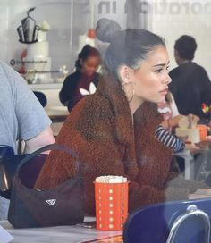 Madison Beer Style, Madison Beer Outfits, Medison Beer, Black Bandeau, Hot Cheerleaders, Insta Pictures, Cute Relationship Goals, Vintage Purses, Ripped Denim