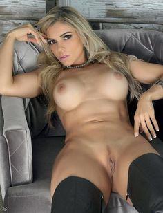 Sexy Women, Classy Women, Bare Beauty, Good Looking Women, Belleza Natural, Sexy Hot Girls, Sensual, Girl Pictures, Pretty Woman