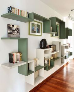 4 Surprising Useful Tips: Floating Shelves Under Tv Diy floating shelves fireplace house.Floating Shelf Display Offices how to decorate floating shelves in living room.Floating Shelf Above Bed Home. Bibliotheque Design, Diy Home Decor, Room Decor, Wall Decor, Sweet Home, Diy Casa, Design Case, Wall Shelves, Bookcase Wall