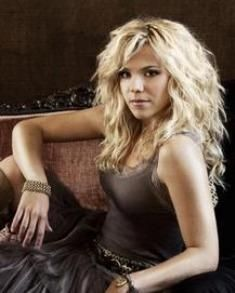 I love Kimberly Perry. I want her hair!