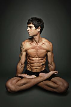 Yoga dude level = 99 Want a body like this? http://getradicallyhealthy.com/yoga-body/