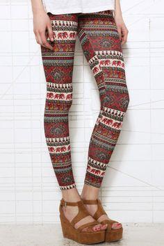 Leggings style vintage à imprimé paons chez Urban Outfitters