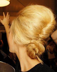 http://honey.hubpages.com/hub/Short-or-Medium-Cute-Retro-Hairstyles-for-Women