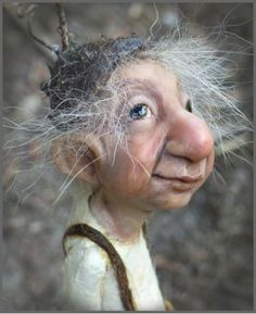 amazing art of Tatjana Raum. What a character, so full of whimsy. Magic Creatures, Woodland Creatures, Mythical Creatures, Elves And Fairies, Clay Fairies, Elfen Fantasy, Fantasy Art, Fantasy Dolls, Kobold