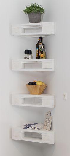 Kitchen Ornaments, Minimal Kitchen, Pallet Shelves, Romantic Homes, Raw Wood, Diy Kitchen, Floating Shelves, Home Furniture, Ikea