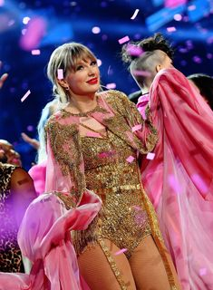Here's All the Proof You Need That Taylor Swift Had the Best Time at the 2019 American Music Awards Estilo Taylor Swift, Taylor Swift Hot, Red Taylor, Stage Outfits, Fashion Outfits, Taylor Swift Wallpaper, Ethel Kennedy, Taylor Swift Pictures, American Music Awards