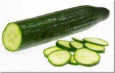 La mayoría de la gente piensa que los pepinos son unas verduras, pero en realidad son una fruta. Los Pepinos científicamente conocidos como Cucumissativus pertenecen a la misma familia botánica de la sandía, melón y calabazas. Esta fruta es muy comestible que se puede comer cruda o cocida. Permítanme enumerar las 10 razones por las cuales debes consumir pepino . 1. Abundante en vitaminas El Pepino contiene vitamina A, B1, B2, B3, B5, B6, vitamina C, ácido fólico, calcio, hierro, magnesio…