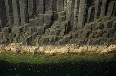 Risultati immagini per fingal cave Fingal's Cave, Sea Cave, Basalt Columns, Nature Reserve, Planet Earth, Geology, Mount Rushmore, Scotland, Island