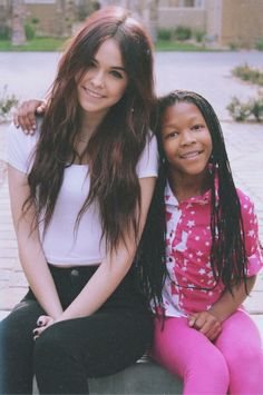 Acacia brinley and her little sister