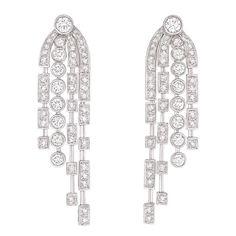 Chanel Fontaine http://www.vogue.fr/joaillerie/shopping/diaporama/boucles-d-oreilles-diamants-pendants-soir/16640/image/889203#!boucles-d-039-oreilles-diamants-chanel-fontaine