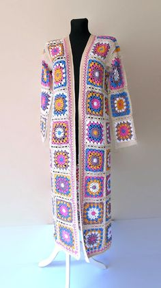 Crochet Coat, Crochet Winter, Crochet Sweaters, Jacket Images, Afghan Clothes, Stylish Coat, Crochet Blocks, Knitting Wool, Long Kimono