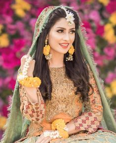 Ayeza Khan is constantly keeping herself busy, she loves doing photo shoots and is equally passionate about her acting career. Ayeza Khan has the perfect featur Pakistani Mehndi Dress, Bridal Mehndi Dresses, Beautiful Pakistani Dresses, Pakistani Wedding Outfits, Pakistani Wedding Dresses, Wedding Dresses For Girls, Bridal Outfits, Girls Dresses, Mehendi