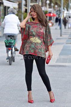 """Blusones de ensueño! El modelo """"Yasmina"""" incluye cinturón con adornos dorados (quedará ideal con tu vestido negro favorito). No la dejes escapar. Tallas S, M y L - 26,99€ #visteconamelia #modamujer"""