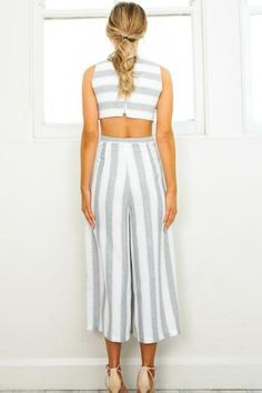 You and the See Ya There Striped Jumpsuit go together like tan lines and sunshine! A classic gray and white stripped print features side and back cut-outs, and Pretty Outfits, Cute Outfits, Pretty Clothes, Fashion 2017, Womens Fashion, Mode Chic, Striped Jumpsuit, Feminine Style, Feminine Fashion