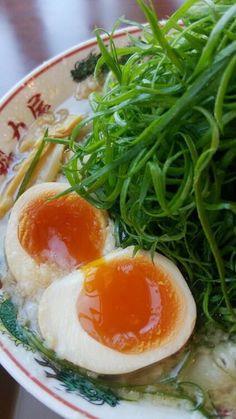 魅力屋:特製醤油九条ネギ味玉ラーメン
