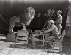 The beginning of the Hollywood era: The filming the MGM screen credits, 1928. [752x590] - Imgur