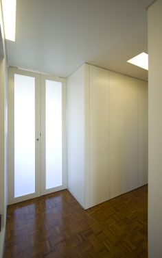 Pivoting door 2 - Apartment refurbishment in Lisbon - HENRIQUE BARROS-GOMES