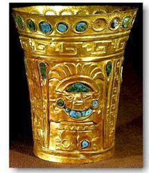 La metalurgia inca estuvo influenciada por la orfebrería de los Chimú y la metalurgia del altiplano. Los artesanos incas utilizaron intensivamente el bronce (aleación de cobre y estaño) como principal material en la manufactura de los objetos utilitarios y militares (porras estrelladas). El oro y la plata, por otra parte, fueron utilizados para la confección de objetos rituales (figurinas zoomorfas).