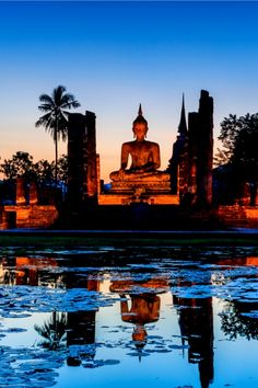 Sukhothai historical park, Thailand it looks so cool if I ever go to Thailand I really want to go there Thailand Travel Backpacking, Thailand Travel Tips, Bangkok Thailand, City Photography, Photography Workshops, Ancient Ruins, Travel Activities, Yoga, Travel Around The World