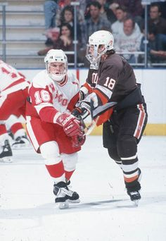 Max Williams skates against Bowling Green on Dec. 28, 1994, a 4-3 double overtime win in the first round of the Badger Hockey Showdown in Milwaukee. Ross Dettman photo.