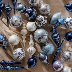 Looking for some Christmas tree decor ideas? These ways to decorate a Christmas tree are sure to provide some inspiration! Blue Christmas Tree Decorations, Silver Christmas Tree, Christmas Swags, Victorian Christmas, Rustic Christmas, Beautiful Christmas, Christmas Home, White Christmas, Christmas Bulbs