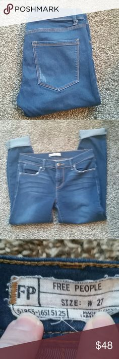 Free People crop jeans size 27 Medium wash jeans from Free People. Size 27. In excellent used condition. Distressing to back pockets is intentional, see photos. Free People Jeans Ankle & Cropped