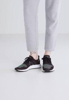 reputable site 0a1e7 ecfa7 Chaussures adidas Originals SWIFT RUN - Baskets basses - black noir  89,95 €