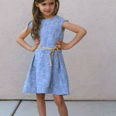The Straightgrain Tinny Dress pattern is a vintage style dress with multiple skirt, sleeve, and collar options. Sewing Kids Clothes, Sewing For Kids, Corsage, Retro Fashion, Vintage Fashion, Kids Fashion, Girls Dresses, Summer Dresses, Vintage Style Dresses