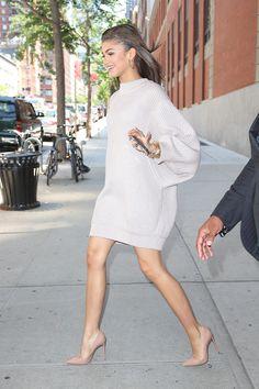 Oversize sweater dress + nude heel - Street style.