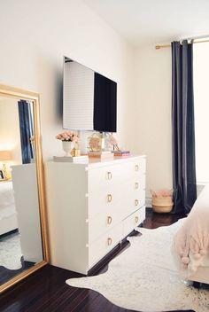 Очаровательная спальня в светлых тонах