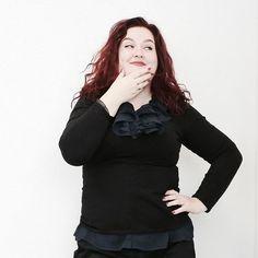 Pantys veel vrouwen dragen ze wel eens op het werk. Maar hoe hoor je ze te dragen? Welke kleuren kunnen wel en niet? En hoe zit het met prints? Etiquette expert Anne-Marie van Leggelo geeft antwoord. https://ift.tt/2HphlOm