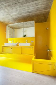 Bathroom Decor yellow Cement ceiling with yellow ! What an interesting design Bathroom Decor y Yellow Bathroom Decor, Yellow Bathrooms, Rustic Bathrooms, Bathroom Interior, Layout Design, Simple Bathroom Designs, Tadelakt, Yellow Interior, Room Wall Decor