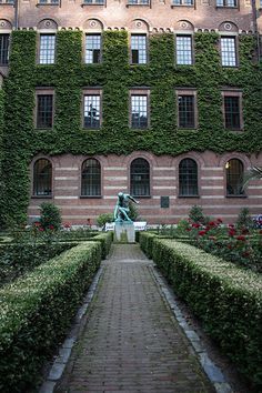 Tuin van het stadshuis in Rotterdam