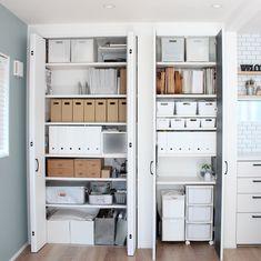 もっと賢く使うべし!おうちの高い所の収納術一挙大公開 in 2020 Muji Storage, Closet Storage, Closet Organization, Locker Storage, Japanese Home Decor, Japanese House, Study Room Decor, Room Of One's Own, Home Office Chairs