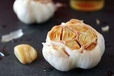Roasted Garlic || Roasting garlic is super easy, and tastes amazing!