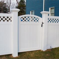 4 Adorable Tips AND Tricks: Chain Link Fence Bamboo picket pool fence.Fence For Backyard Yards white fence balcony. Dog Fence, Brick Fence, Front Yard Fence, Farm Fence, Fence Gates, Fence Stain, White Vinyl Fence, White Fence, Green Fence