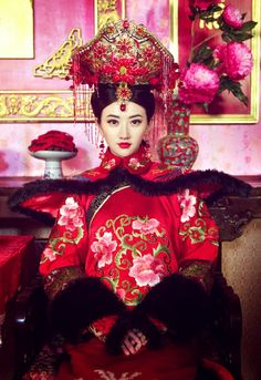 Chinese Traditional Palace Lady Historical Costume China Qing Dynasty Empress Xiaozhuang Clothing rental set traditional buy purchase on sale shop supplies supply sets equipemnt equipments Chinese Wedding Dress Traditional, Chinese Bride, Traditional Fashion, Traditional Dresses, Chinese Marriage, The Frankenstein, Oriental Fashion, Qing Dynasty, Historical Costume