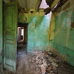 Green Door ~ amazing depth ~ By David Juárez Ollé  Abandoned Story