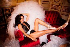 Adriana Lima à Paris pour le tournage de la publicité Victoria's Secret
