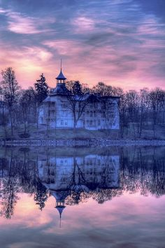 There's something so mystical about this...(I want to live somewhere exactly like this someday)