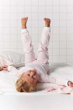 Heerlijk comfortabel bewegen in de pyjama's van Feetje! Een echte musthave voor de kids! #roze #hip #girlslook #meisje #sleep #kinderkleding #kids Prints, Pajamas, Fashion Trends