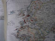 philomene lensveld: kussens met landkaart