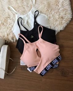 A comfortable sports bra is a must-have requirement for every woman who loves to workout every day. But a sports bra works much more than just a workout Teen Fashion Outfits, Outfits For Teens, Girl Outfits, Cute Lazy Outfits, Sporty Outfits, Girls Sports Clothes, Mode Hijab, Teenager Outfits, Cute Tops